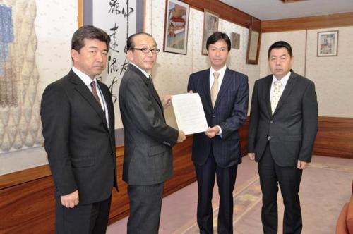 成田空港容量拡大(30万回)に対する申し入れ書を提出
